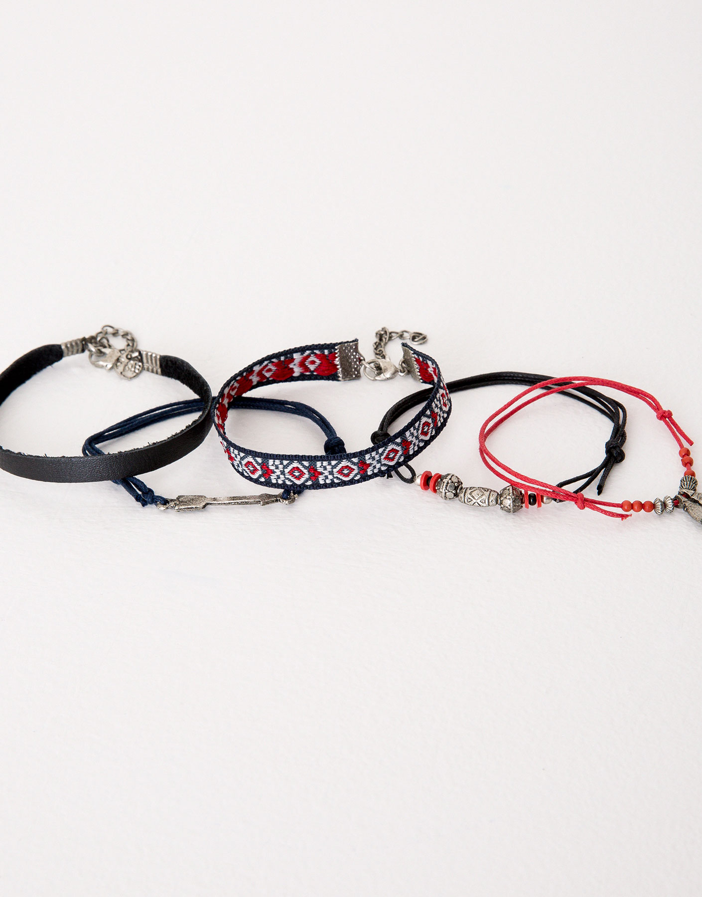 Pack of 5 assorted bracelets
