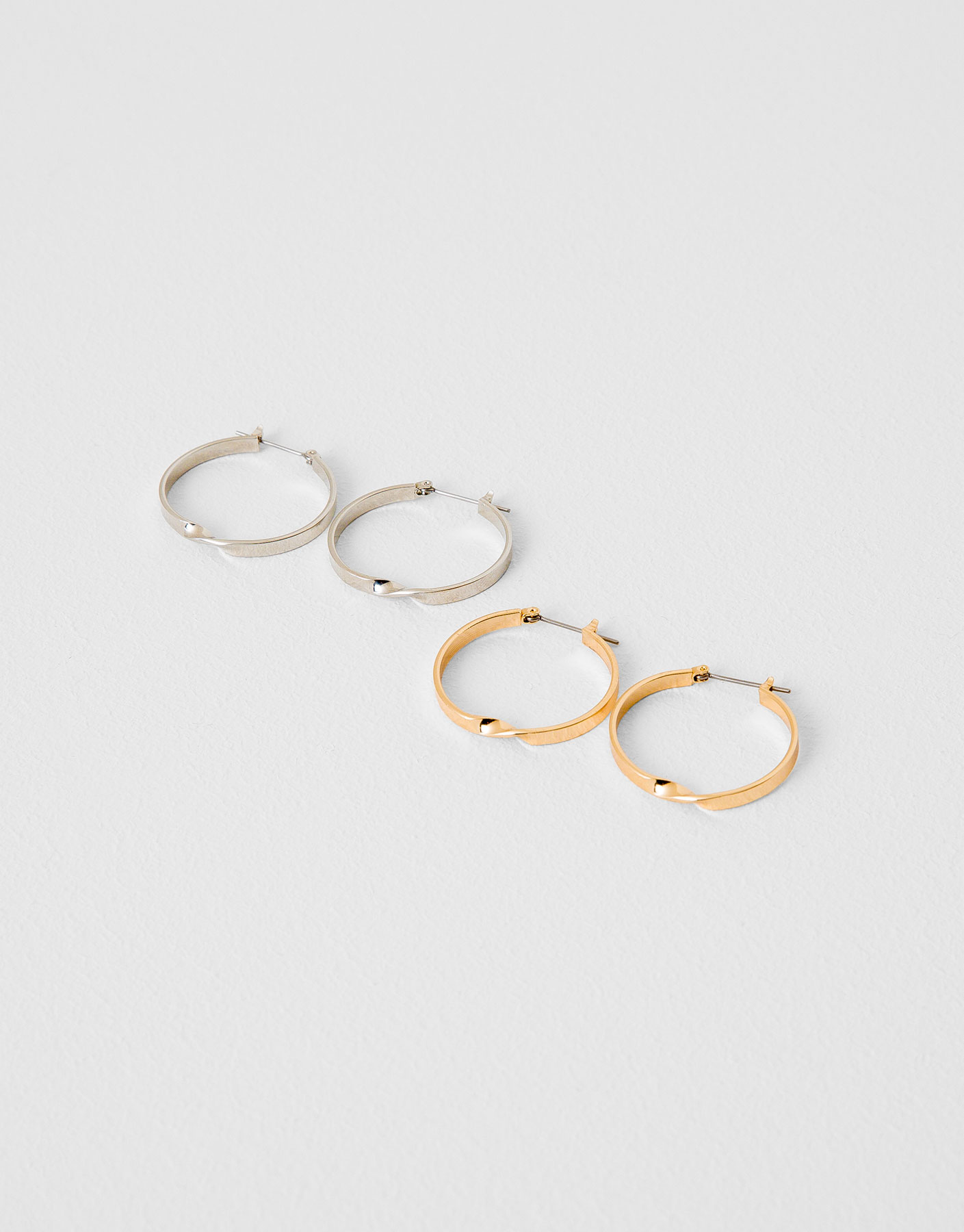 Pack of hoop earrings