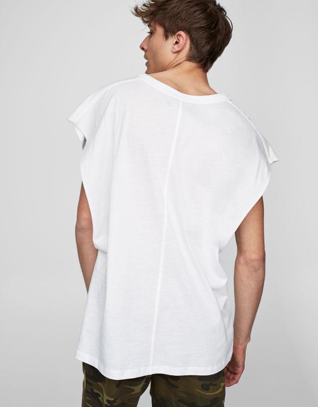 Sleeveless fashion T-shirt