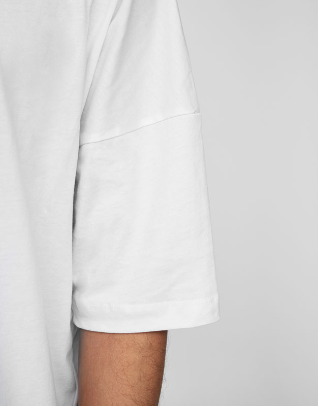 Fitted T-shirt with shoulder stitching