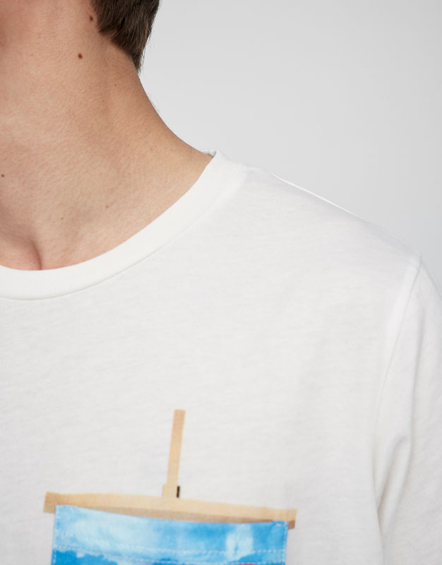 T-shirt with print pocket