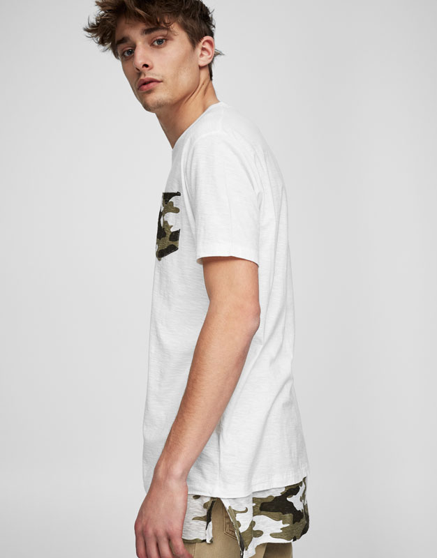 T-shirt with camouflage print pocket