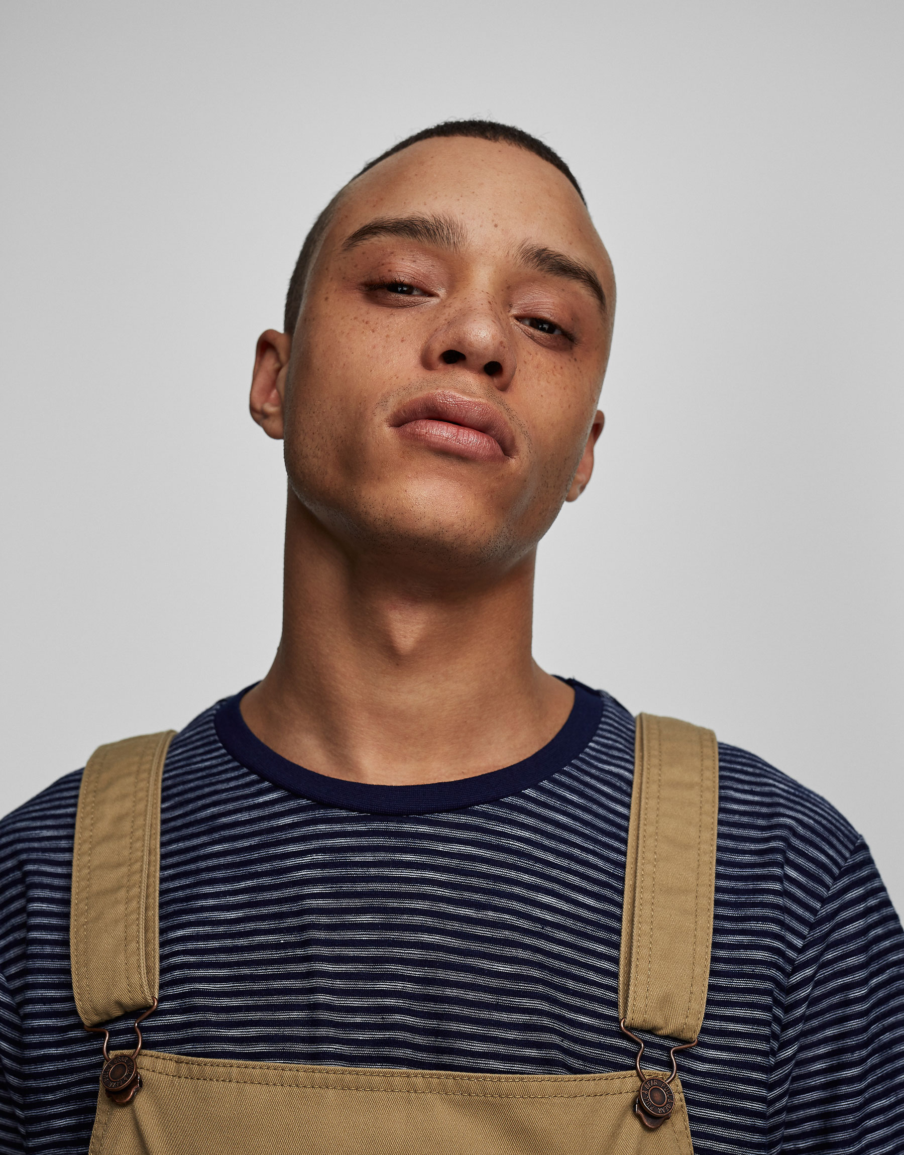 Indigo T-shirt with thin stripes