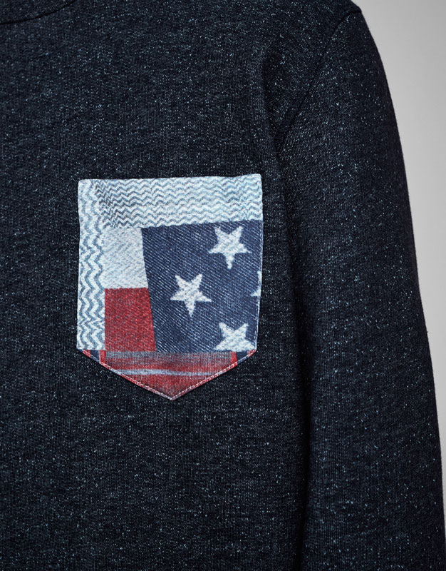 Sweatshirt with printed pocket