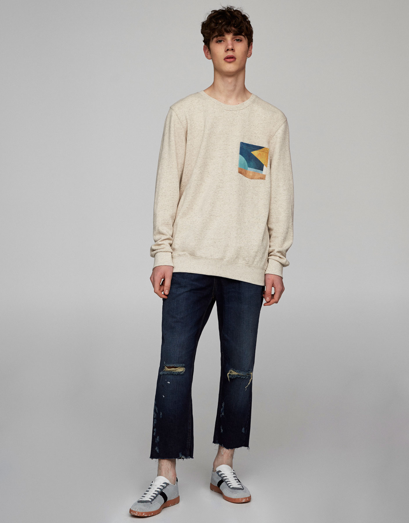 Sweatshirt with printed pocket