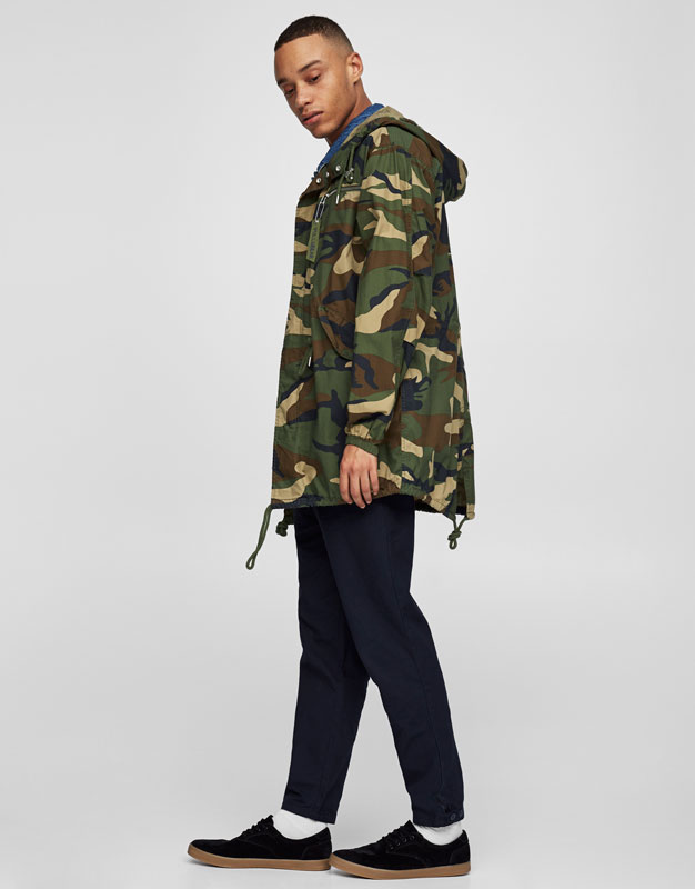Abrigo camuflaje pull and bear