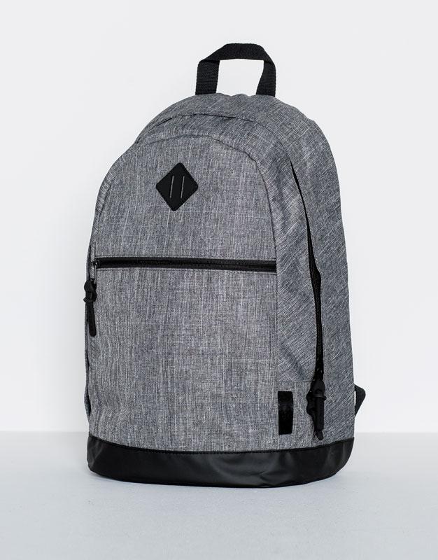 Rucksack mit diagonaler Tasche