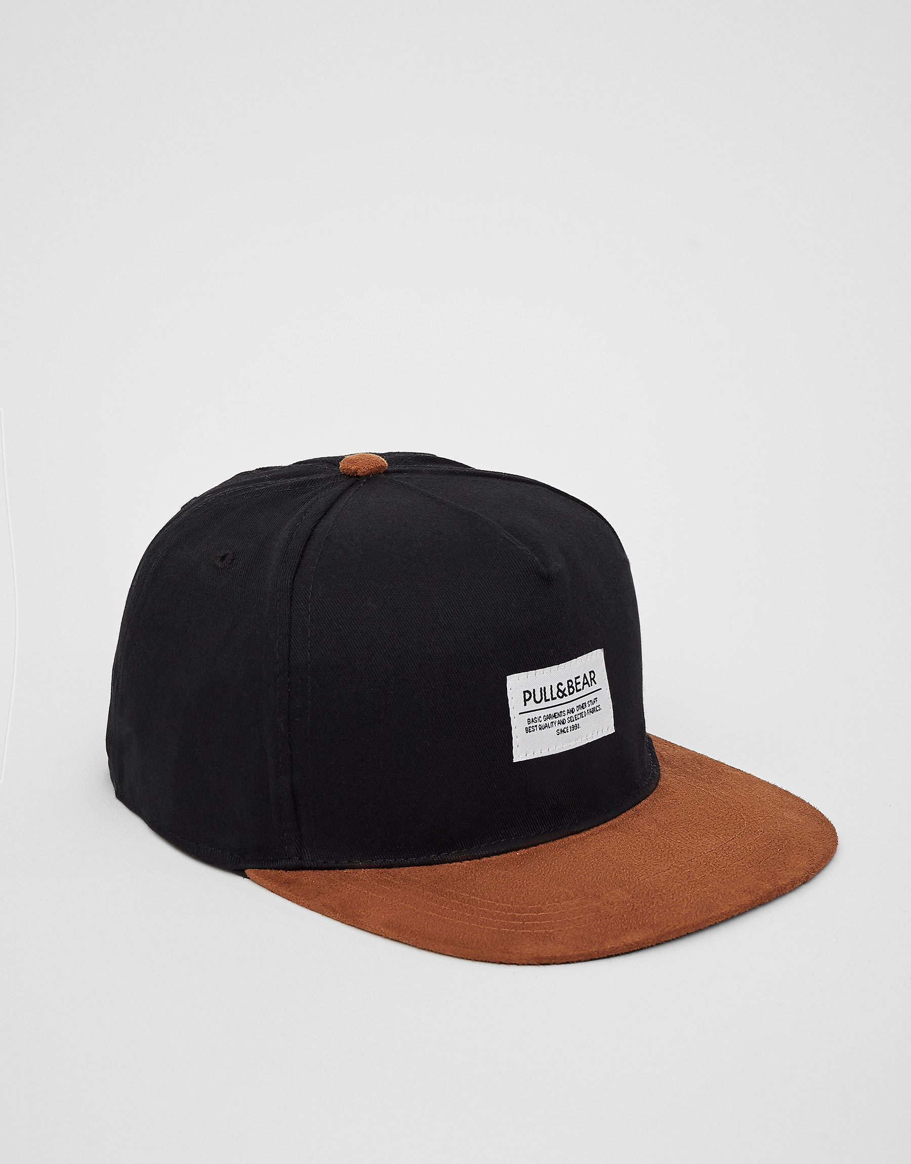 Gorra negra visera marró