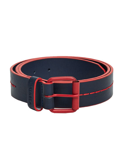 Belt with central seams
