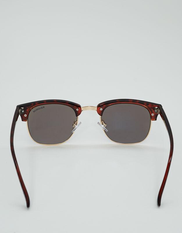 Sunglasses with mirror lenses
