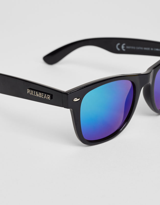 Mirror lens sunglasses with black frame