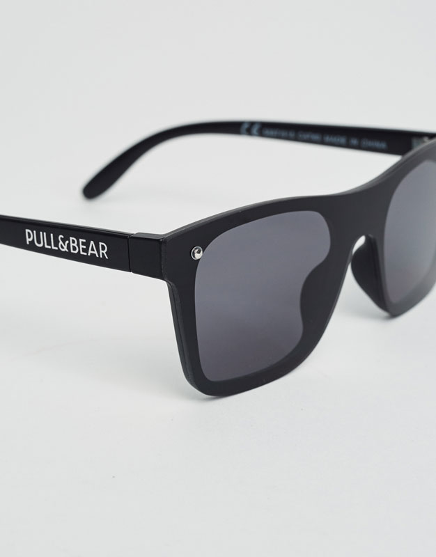 Black sunglasses with logo on the temple