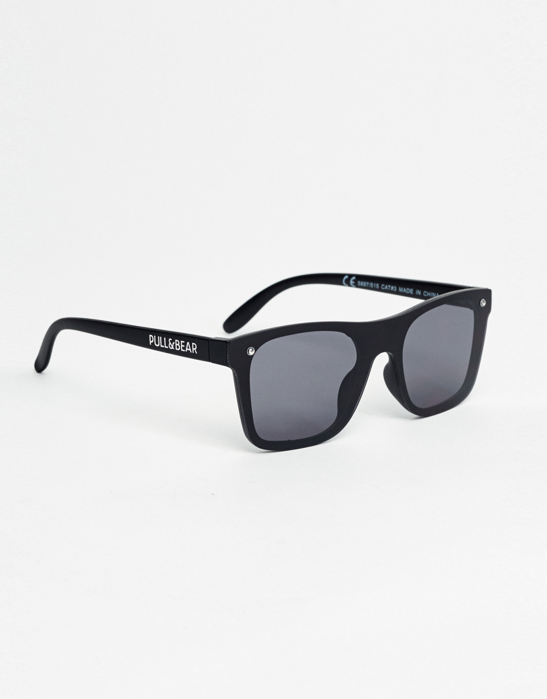 Complete mirror-effect sunglasses