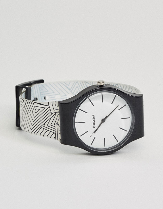 Watch with geometric print on the strap