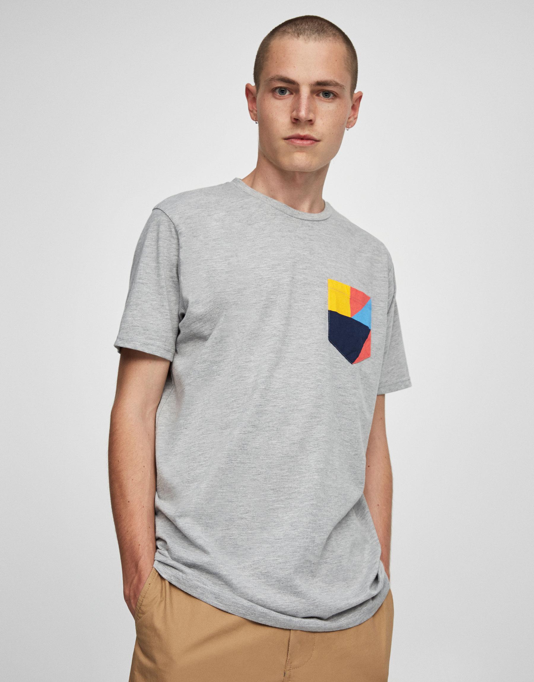 Koszulka z nadrukiem na kieszonce