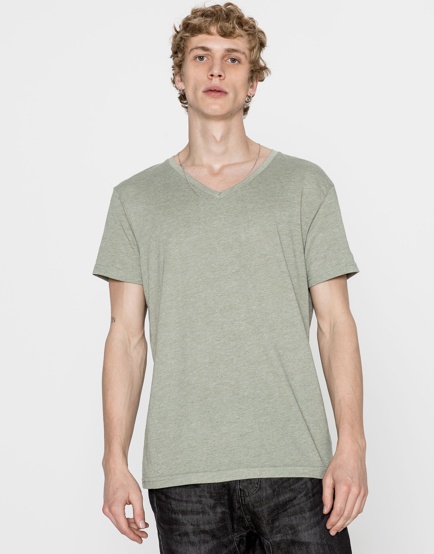 Basic v-neck short sleeve t-shirt