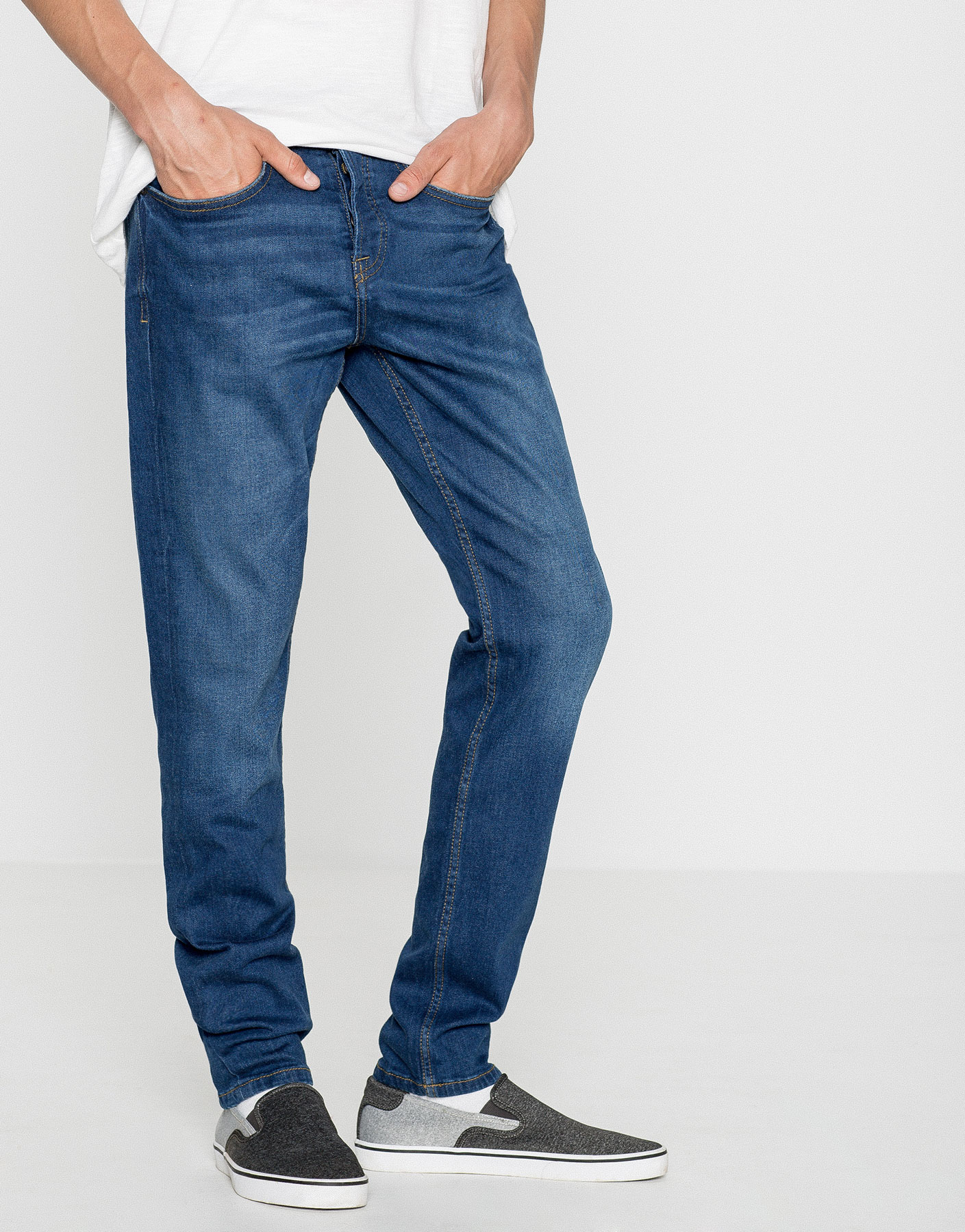 Jeans slim fit lavado medio