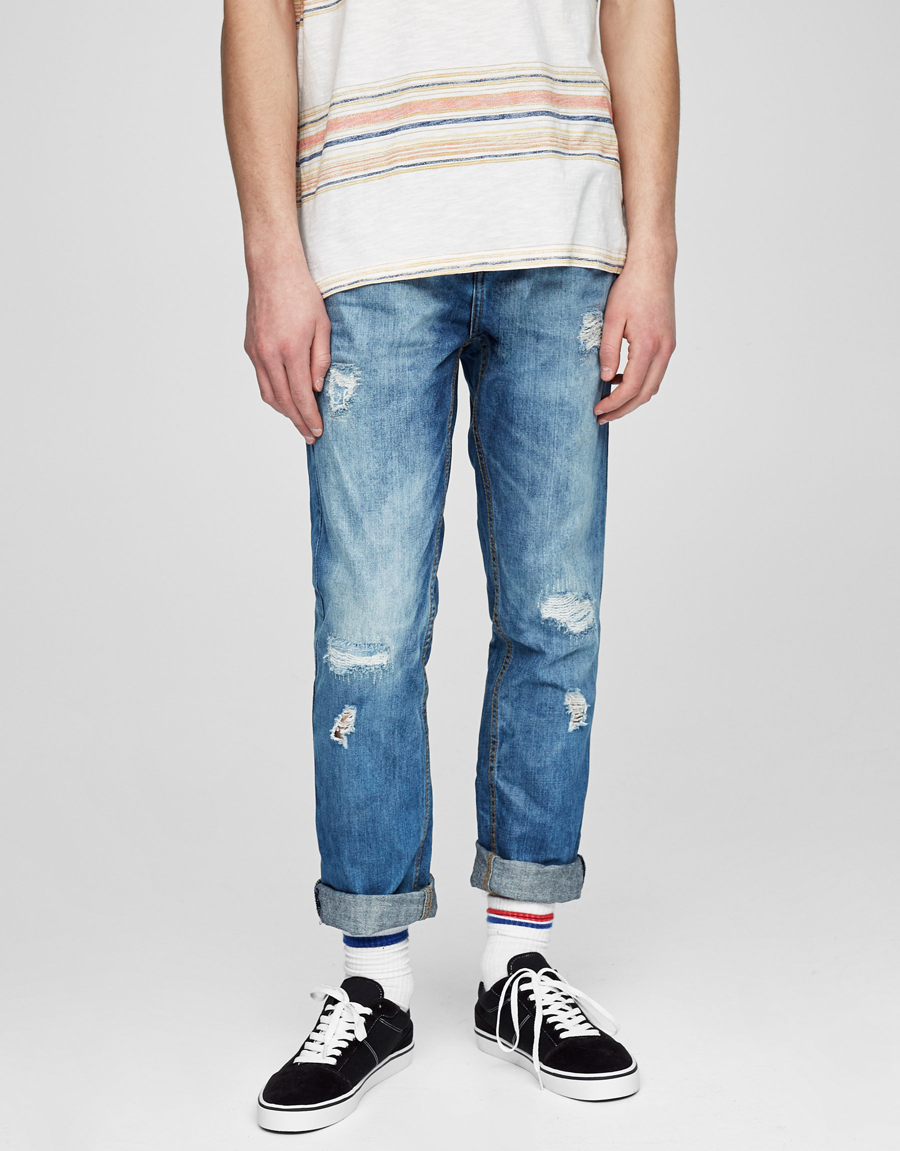 Regular fit blue jeans with rips