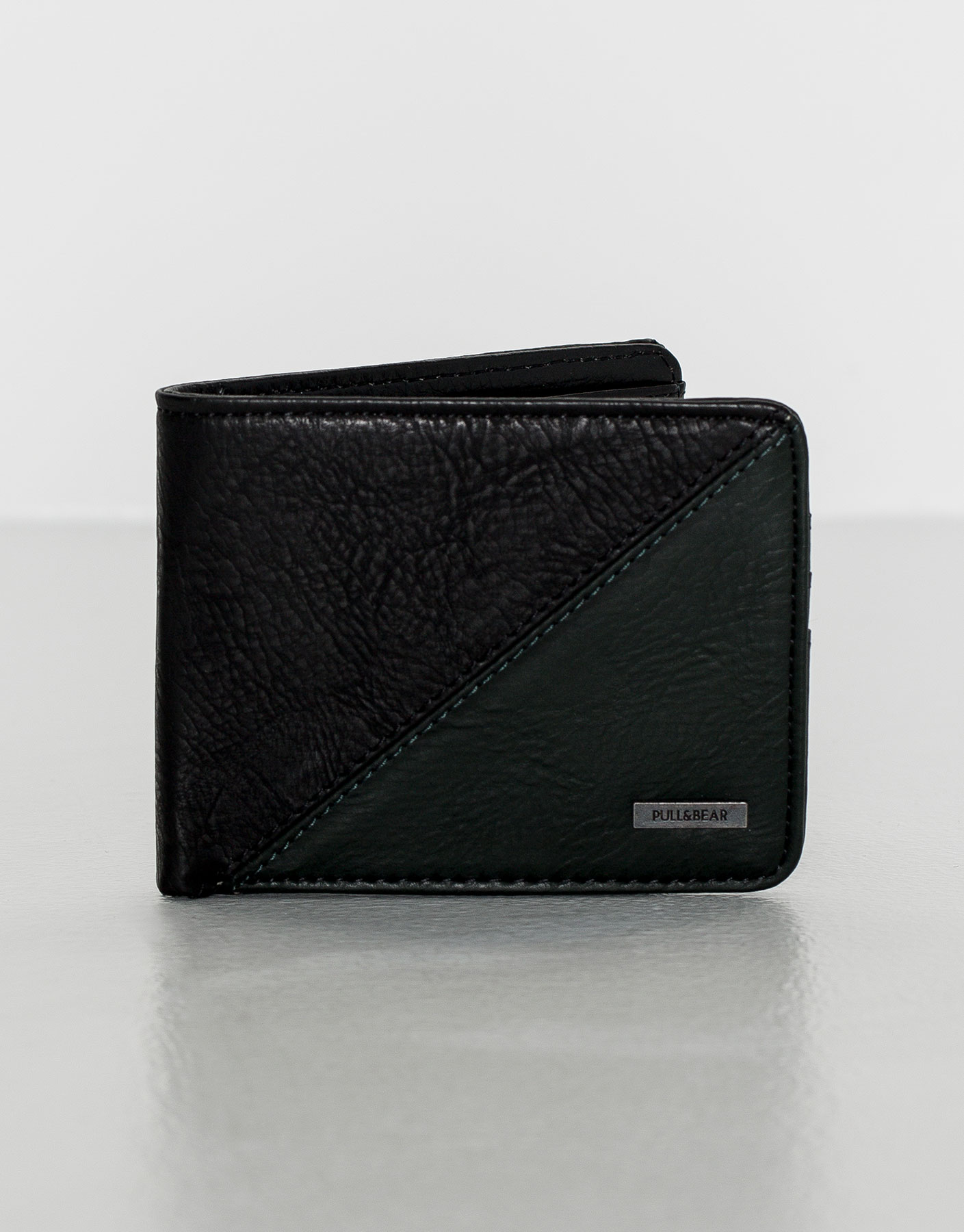 Two-tone wallet