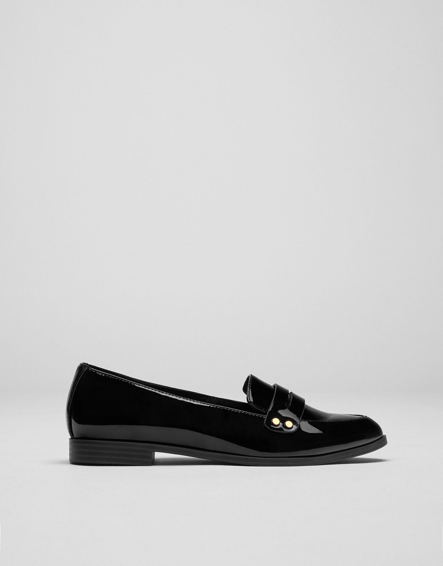 Loafer detalle tachas