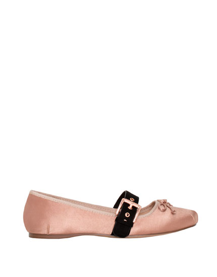 Ballerinas with strap