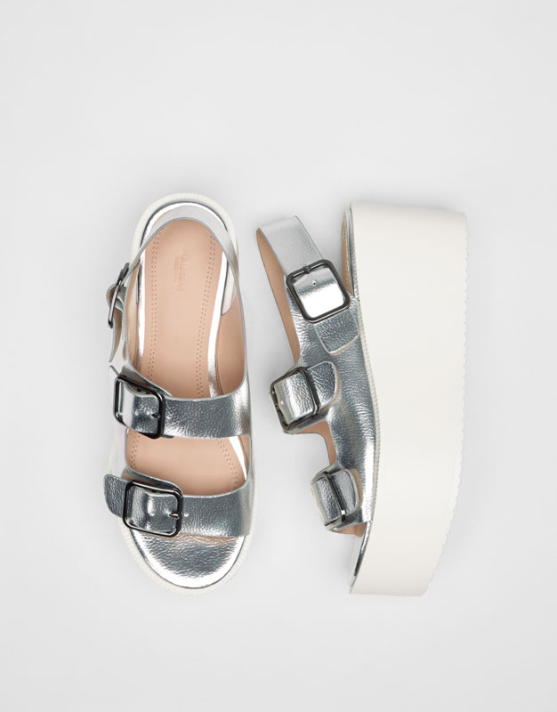 Block wedges with buckle