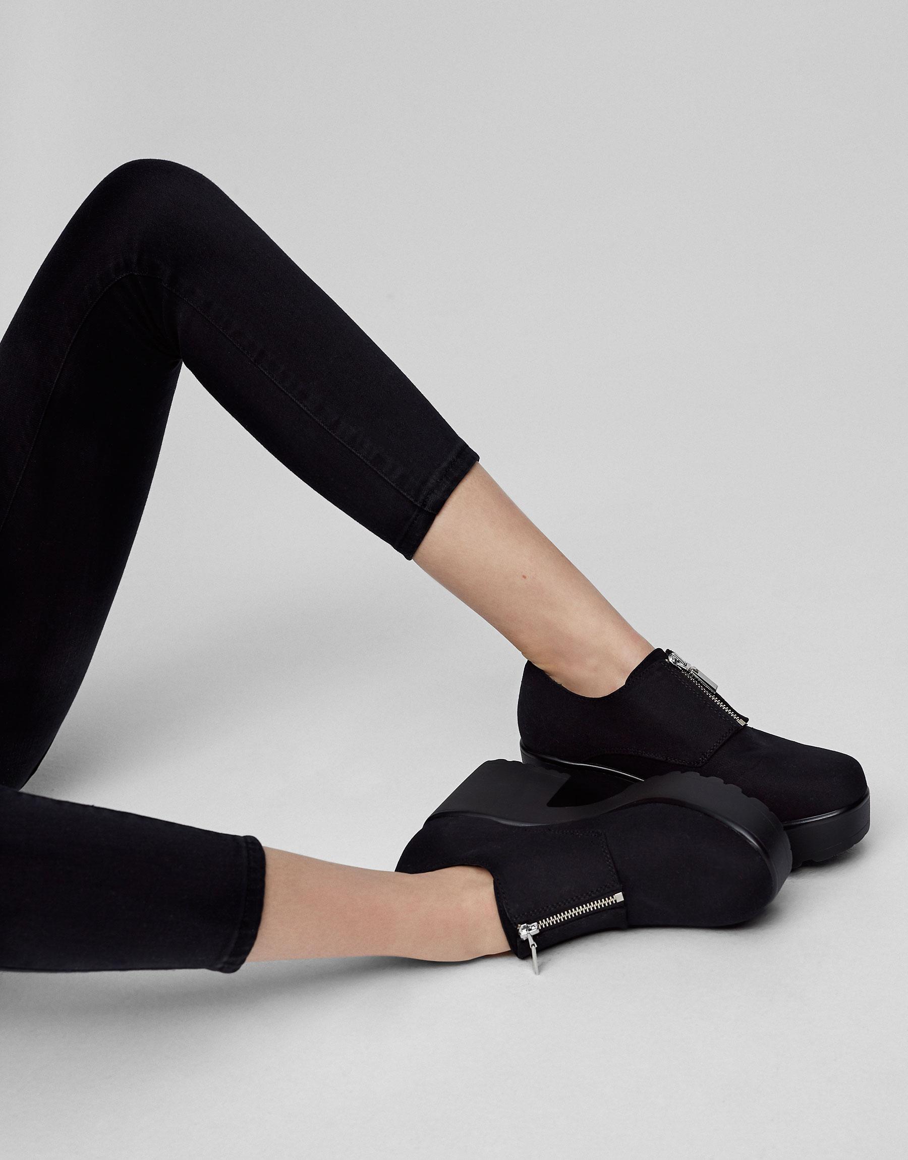 Zipped high heel shoes