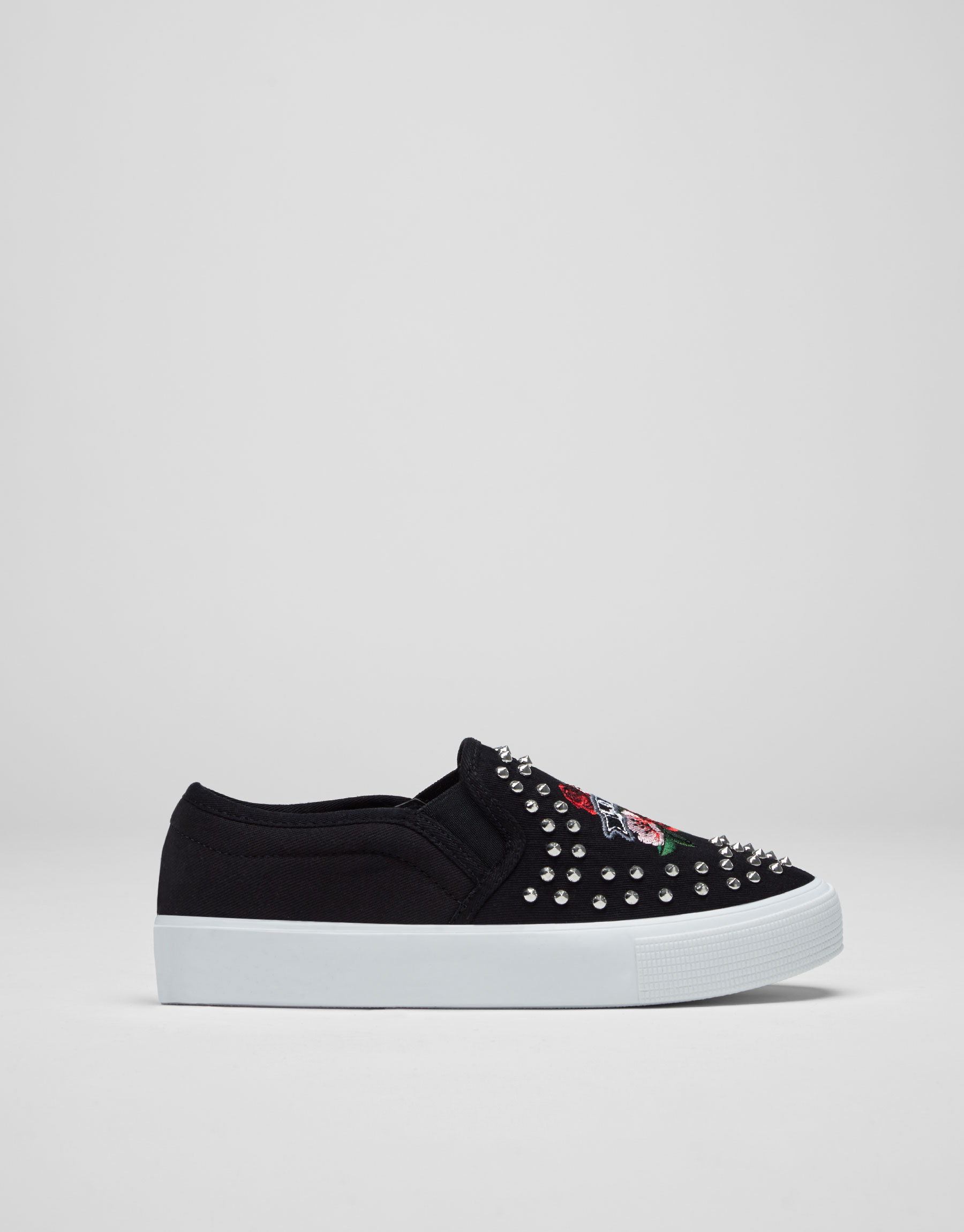 Studded urban sneakers