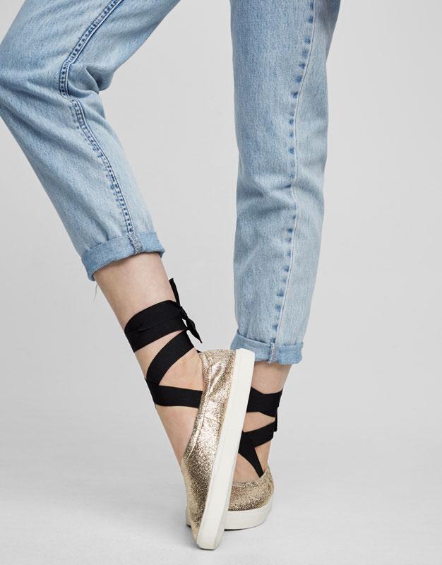 Tied elastic plimsolls