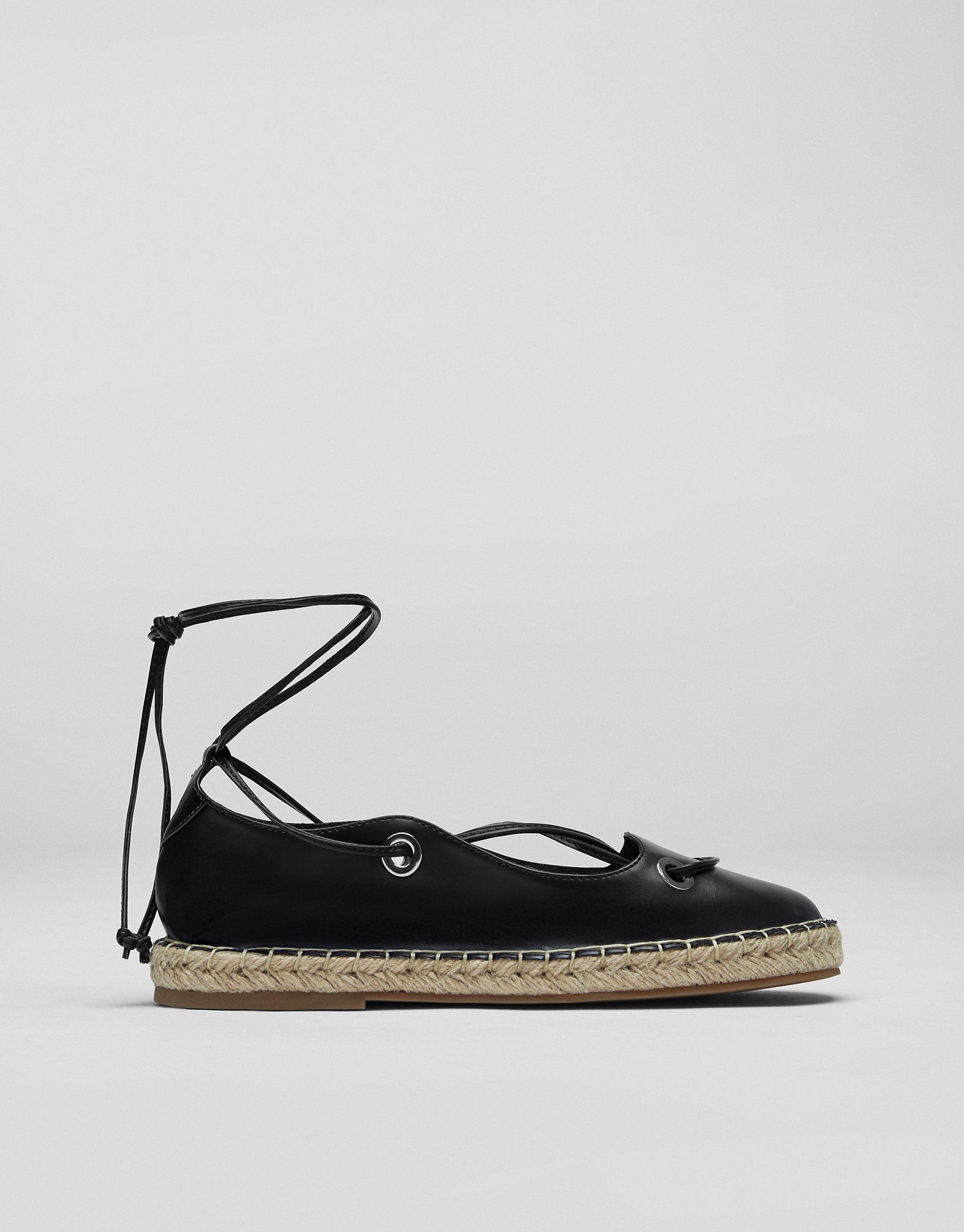 Lace-up jute shoes
