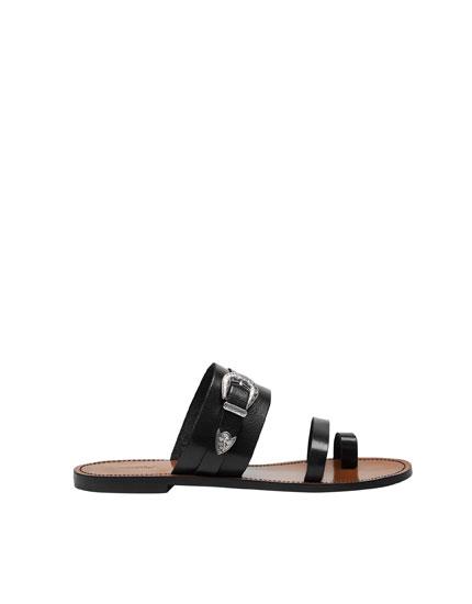 Sandale mit Cowboy-Schnalle