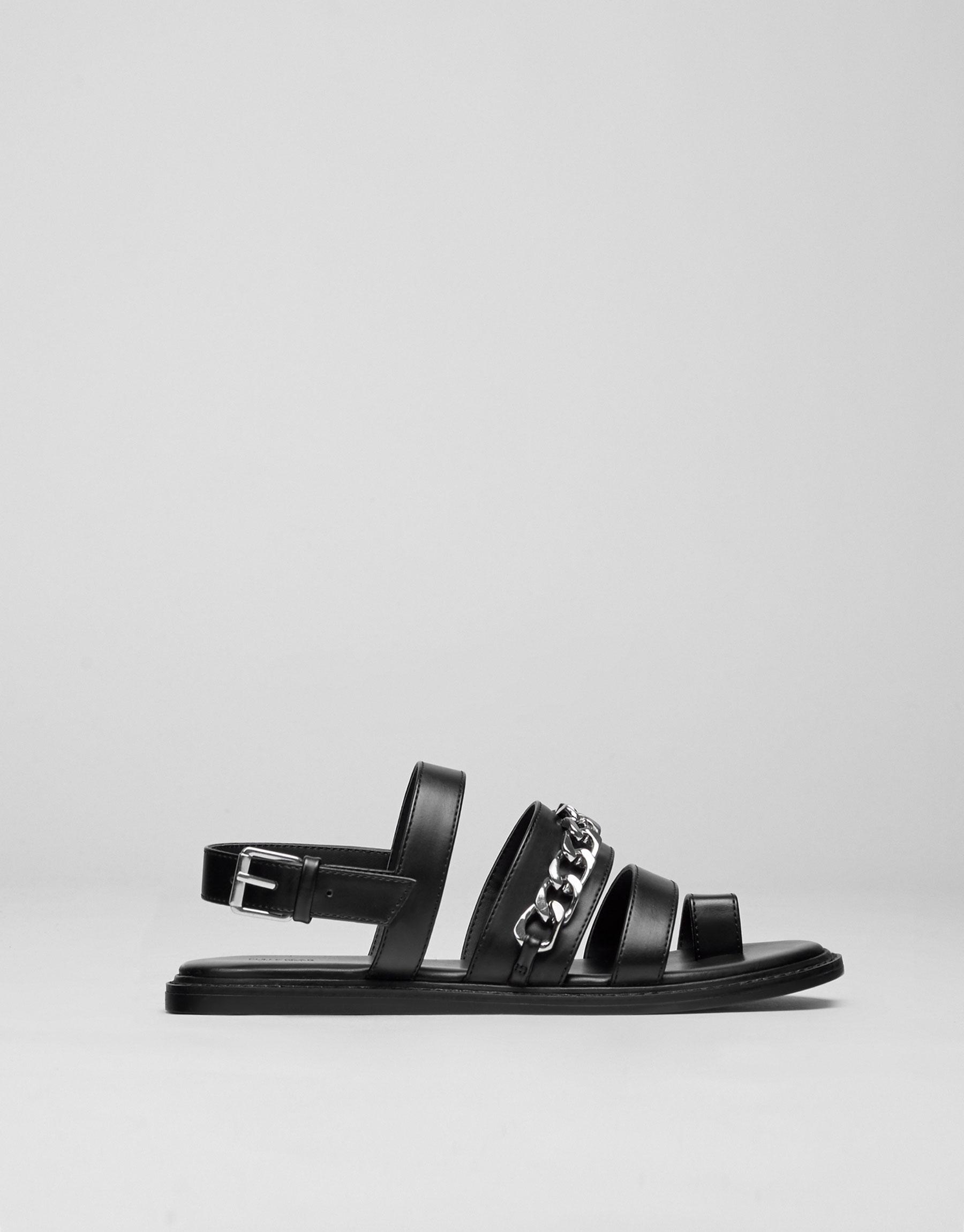 Sandale mit Schnallen und Kette