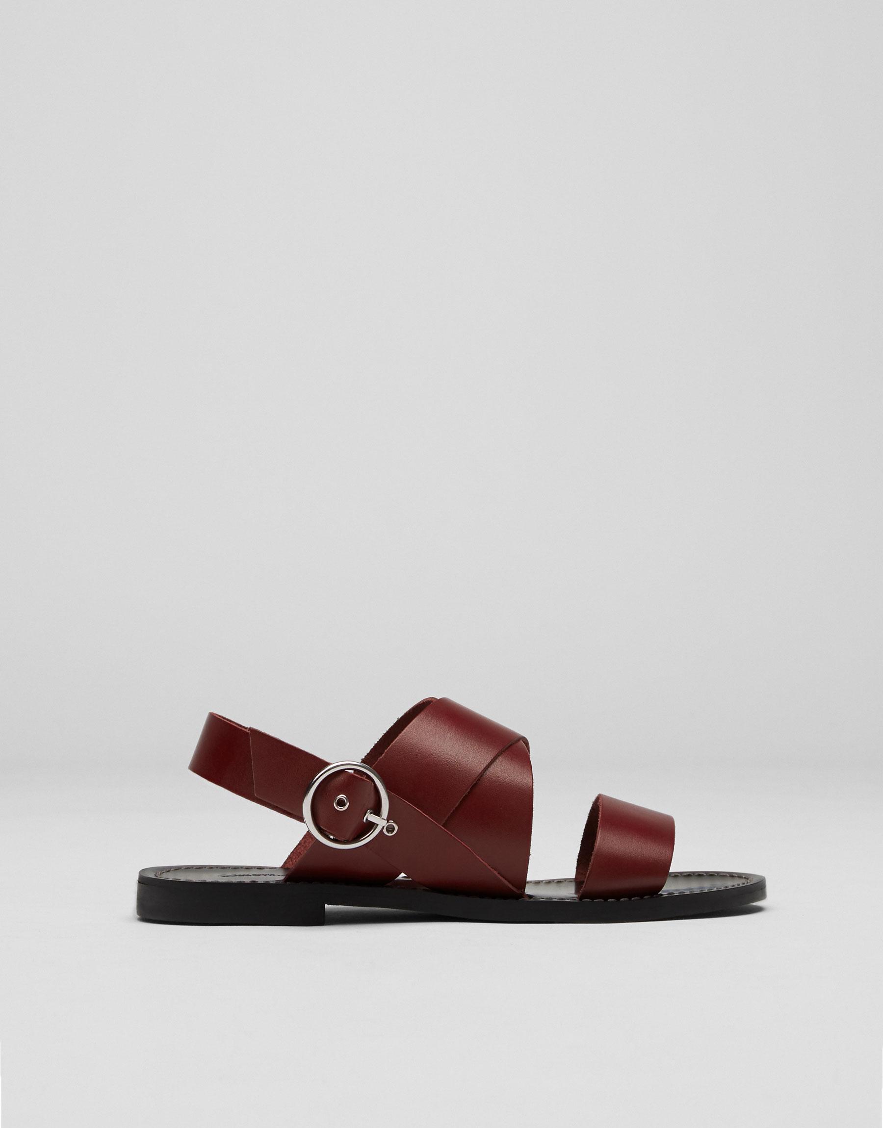 Donkerrode zachte leren sandaal