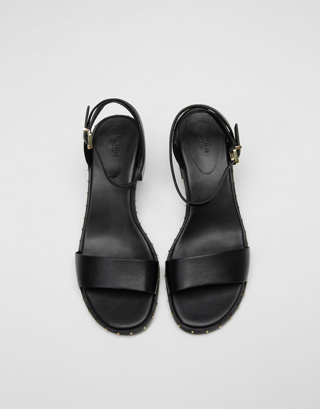 Sandalia tacón medio tachas
