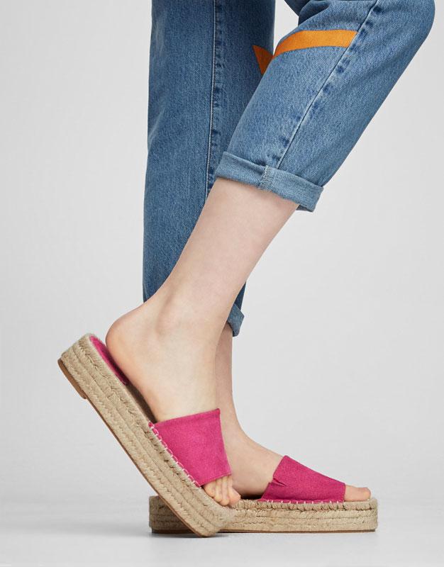 Sandalia yute color
