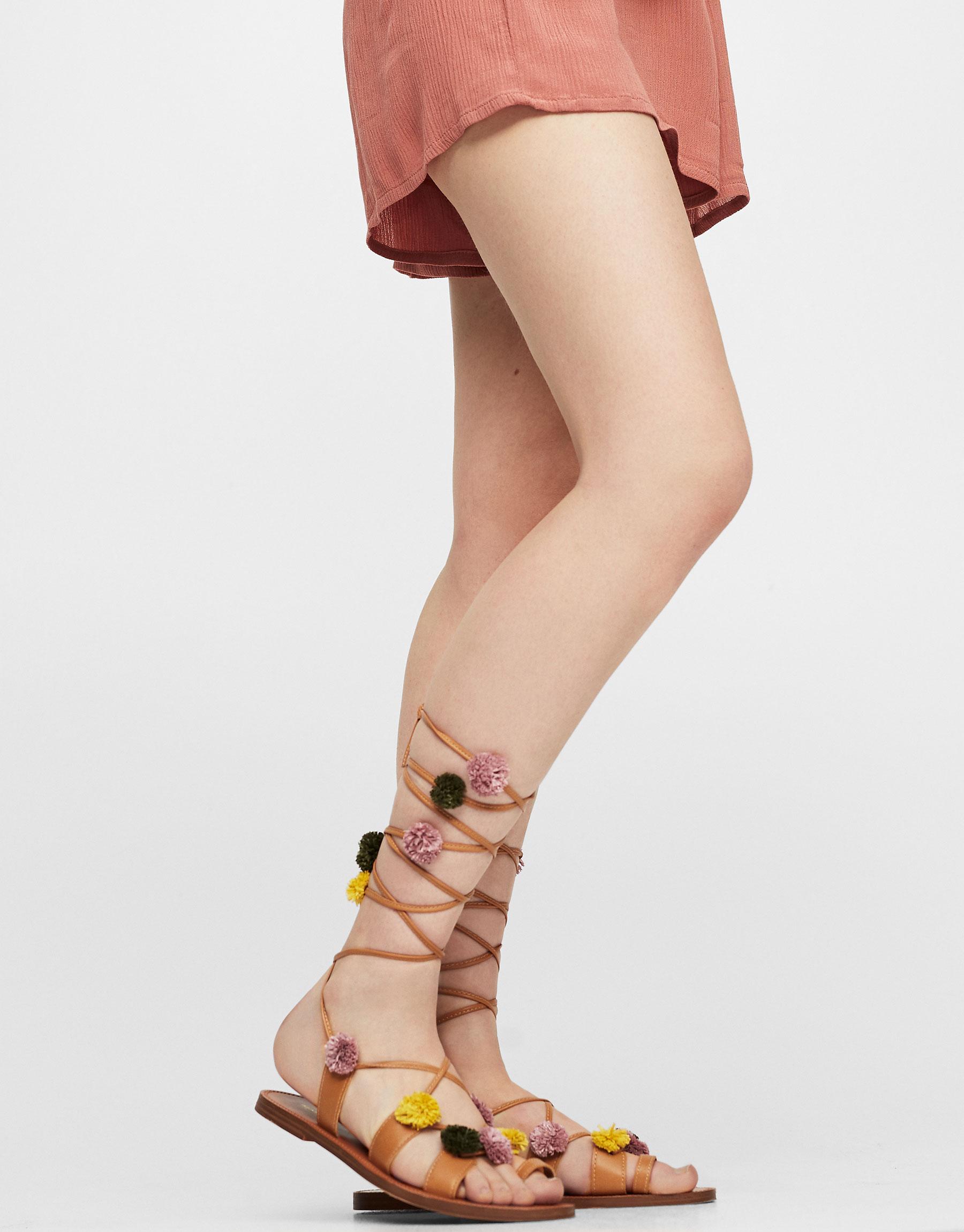 Pompom sandals