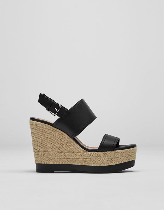 Jute wedges with black straps