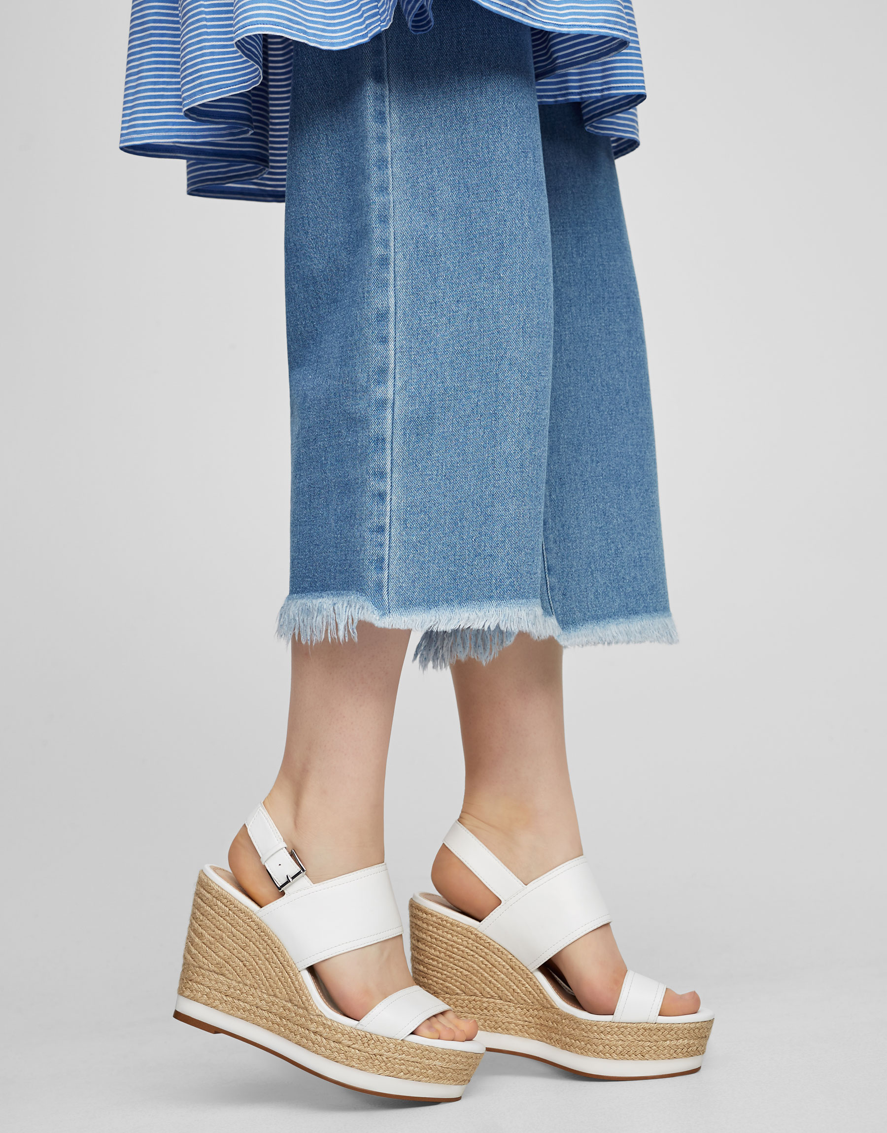 Jute wedges with white straps