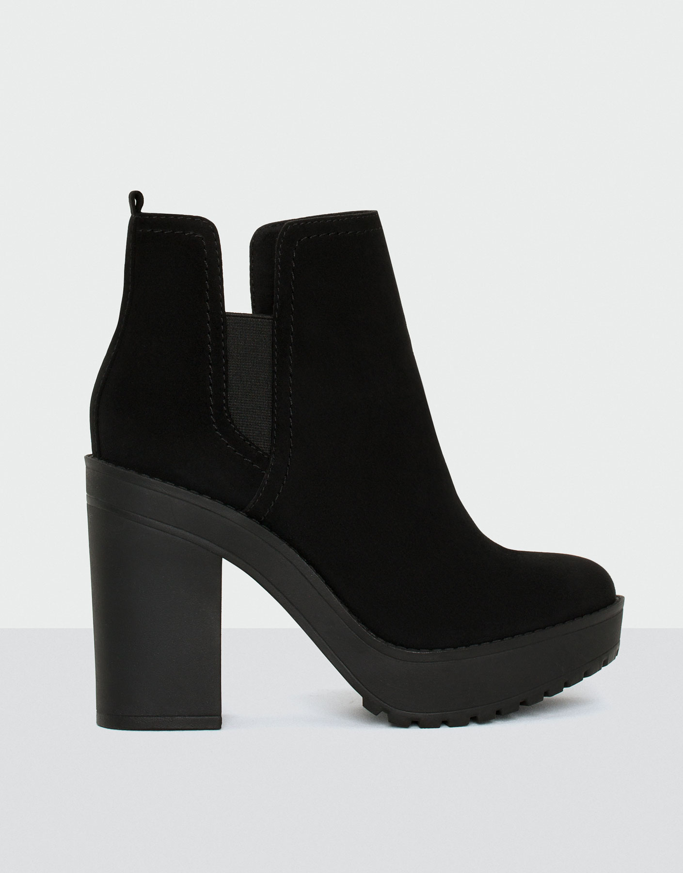 Ankle boots with stretch detail