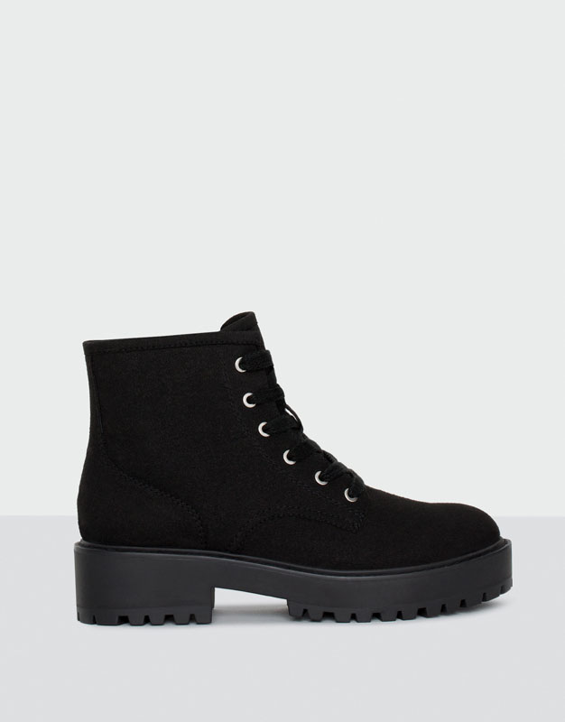 Lace-up colourful ankle boots