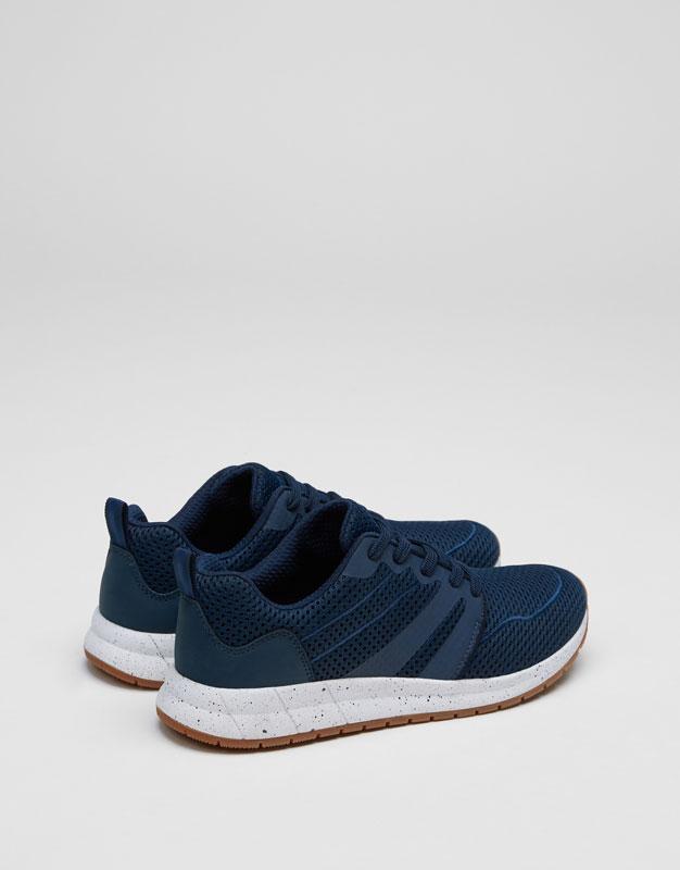 Retro-Sneaker mit Netzstoff