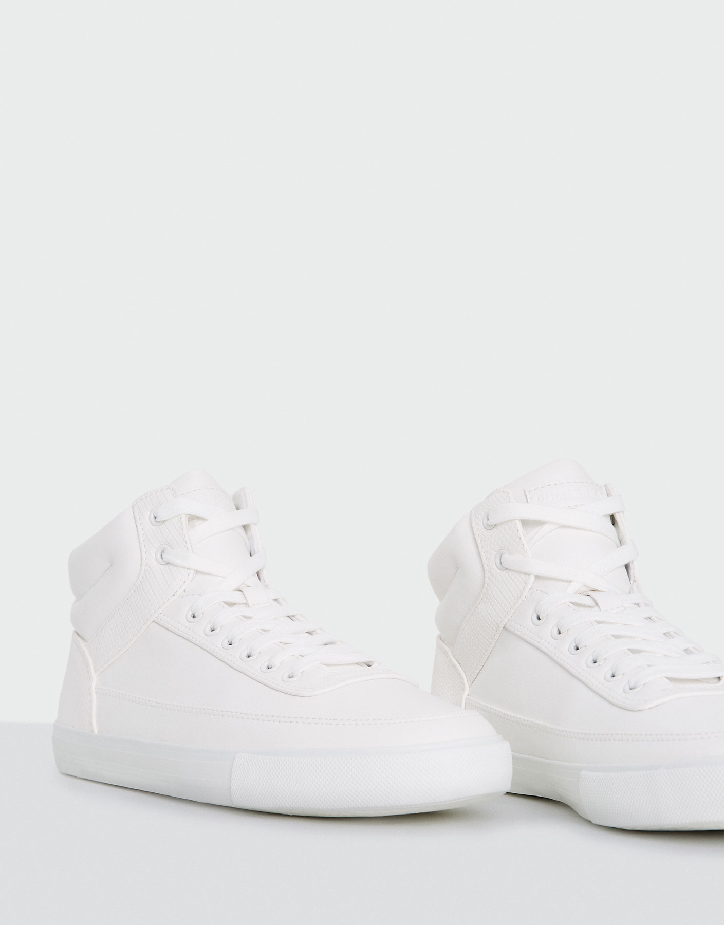 Basic high-top sneaker