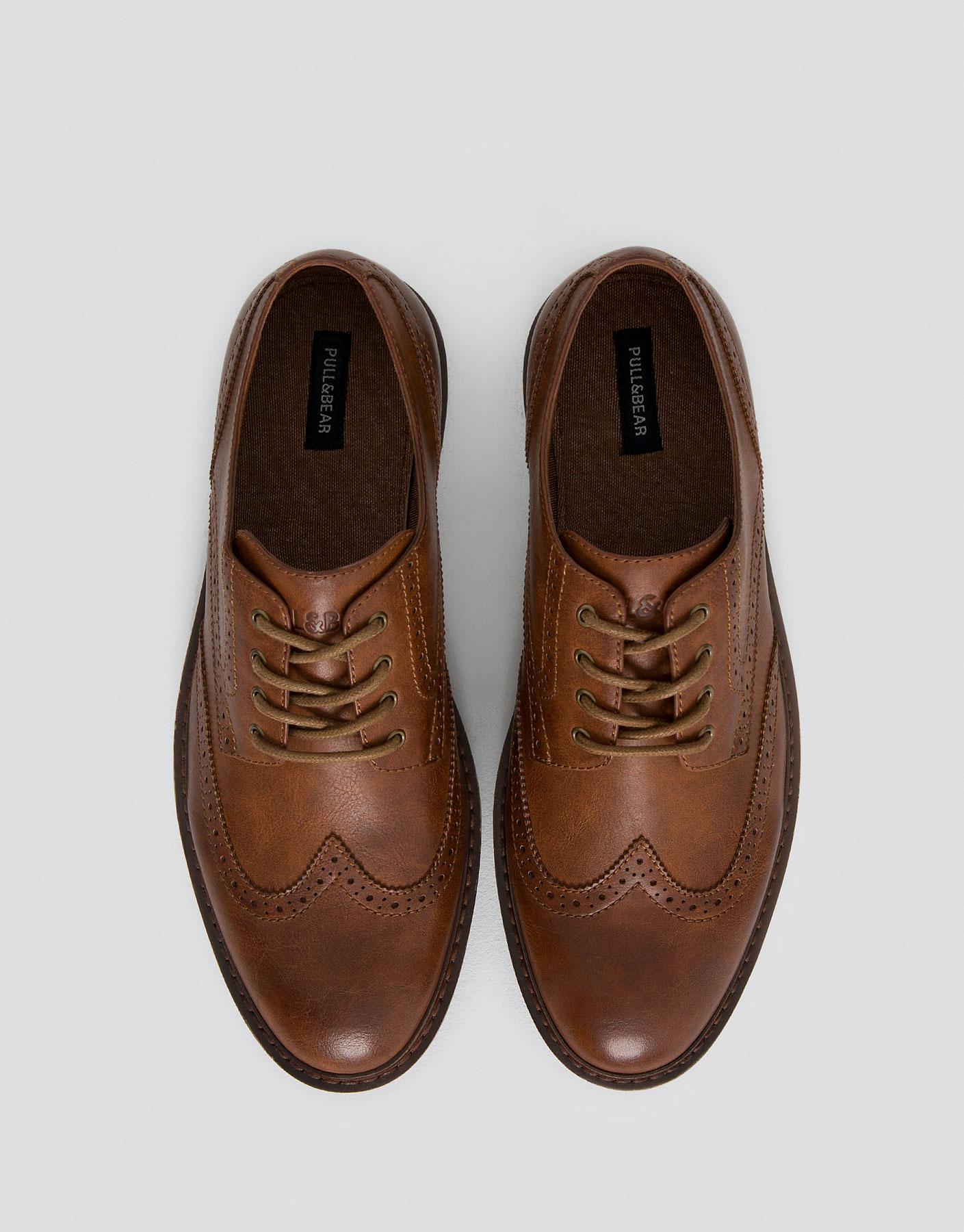 Modieuze schoen met gaatjes