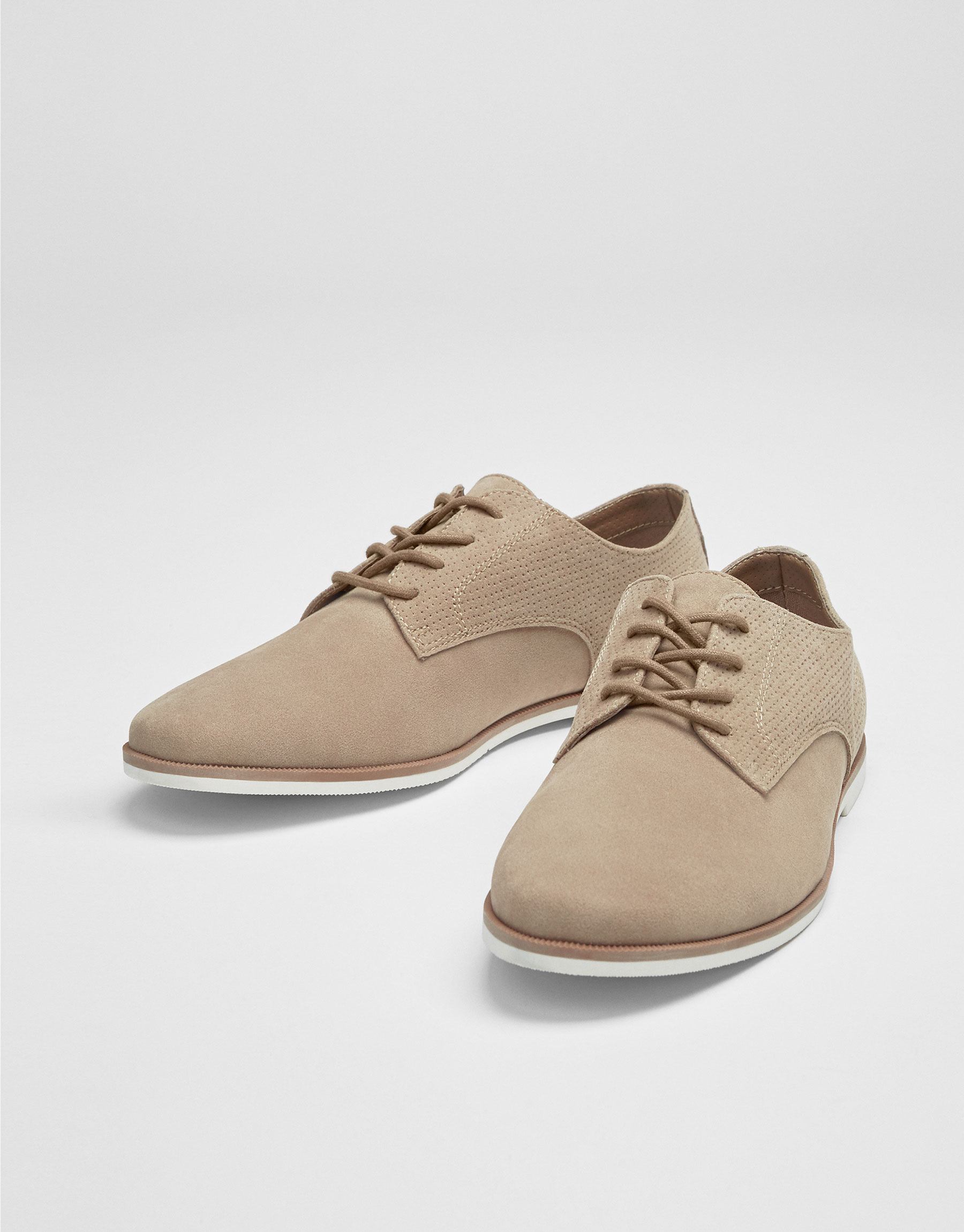 Slim shoes with broguing