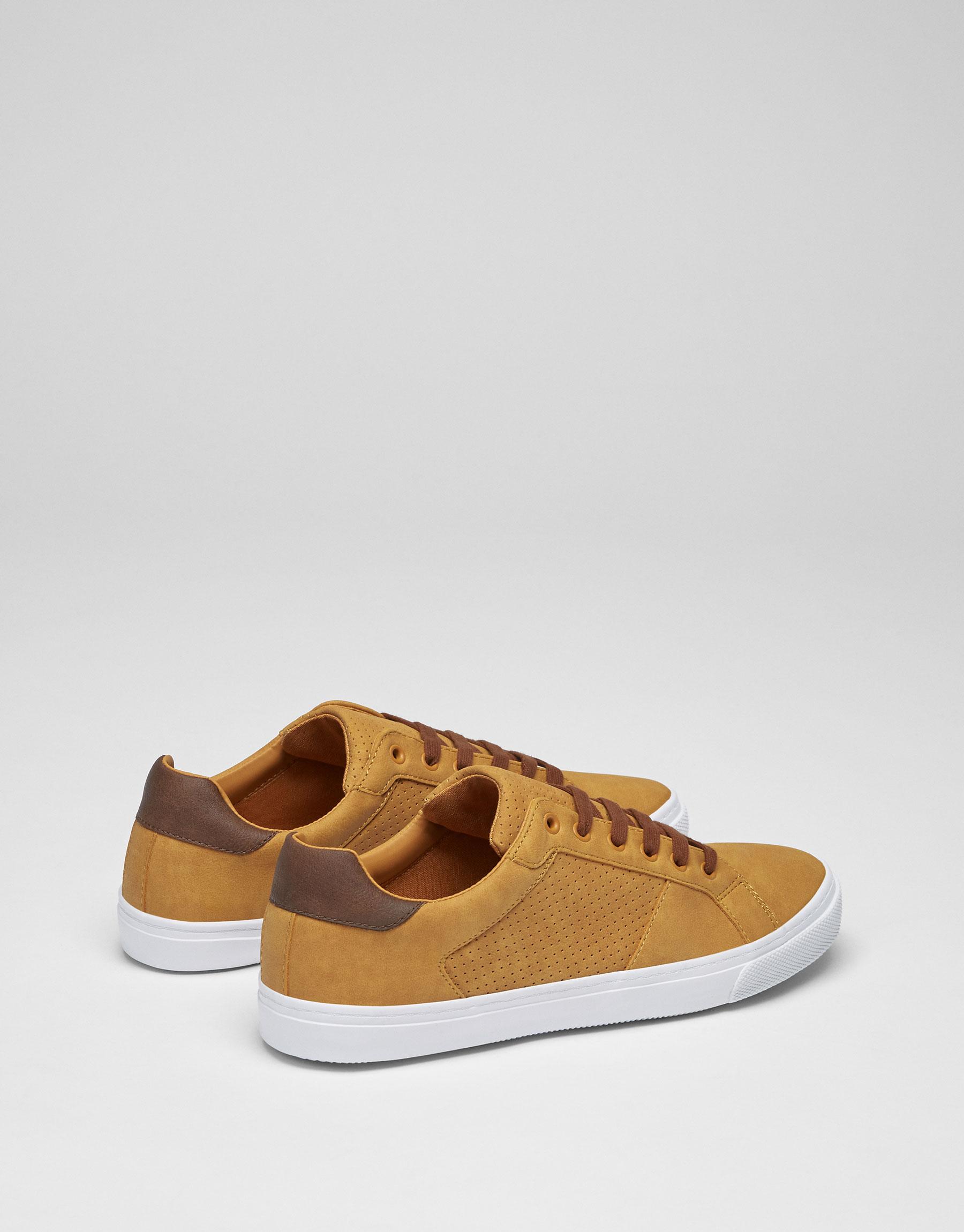 Sneaker traforata tallone in cuoio