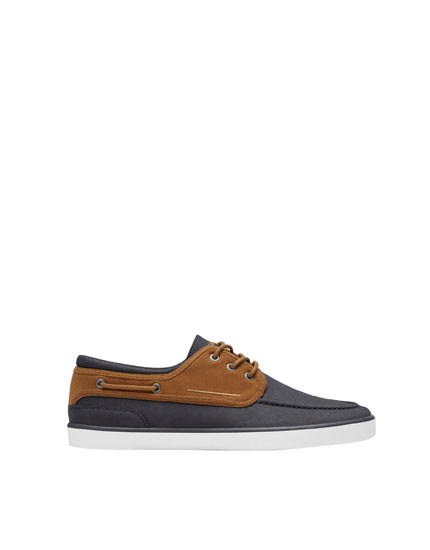 Deck shoes plimsolls