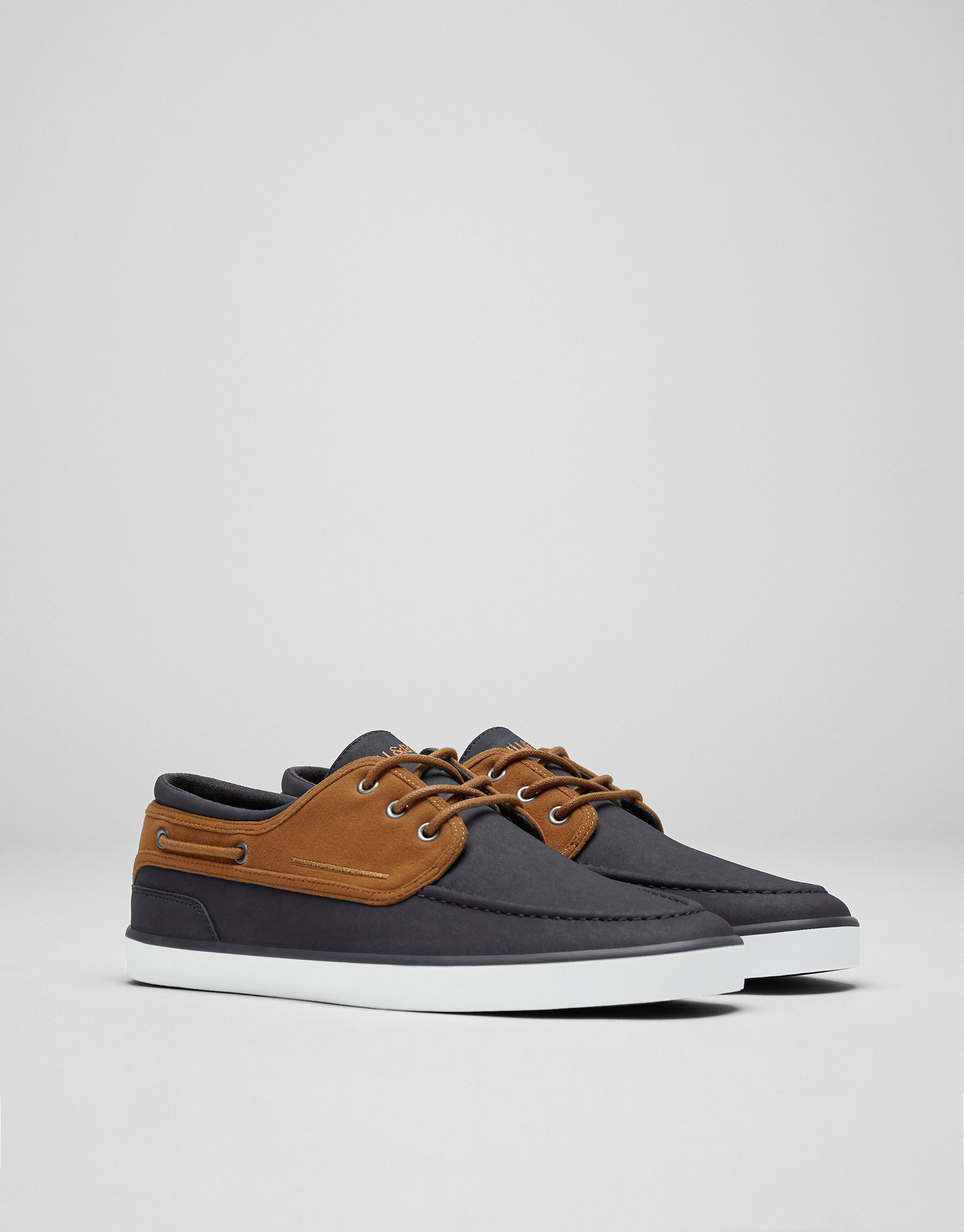 Deck shoes plimsolls