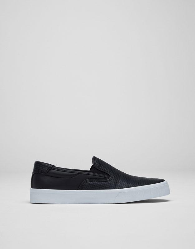 Black elastic sneaker