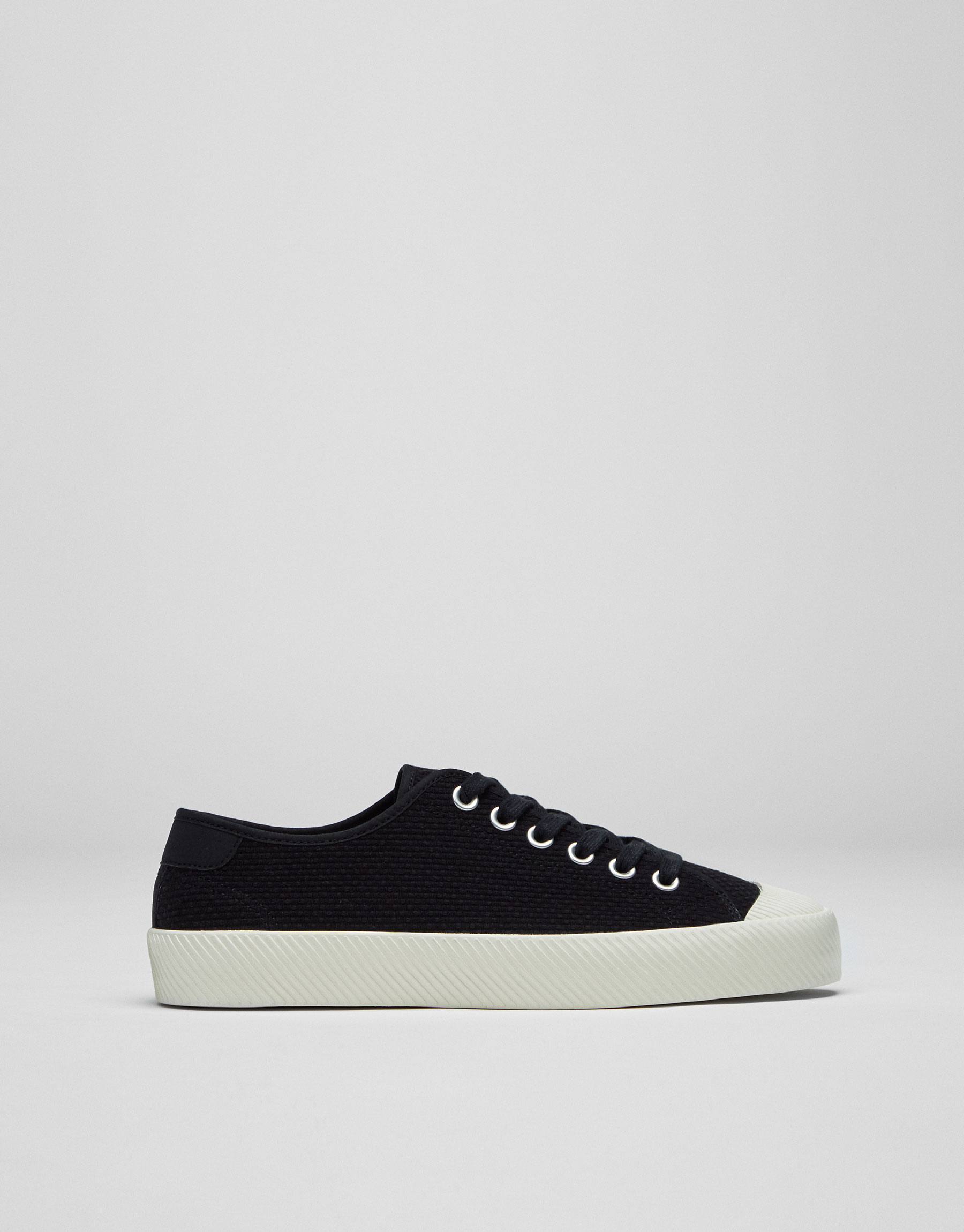 Scored sole plimsolls