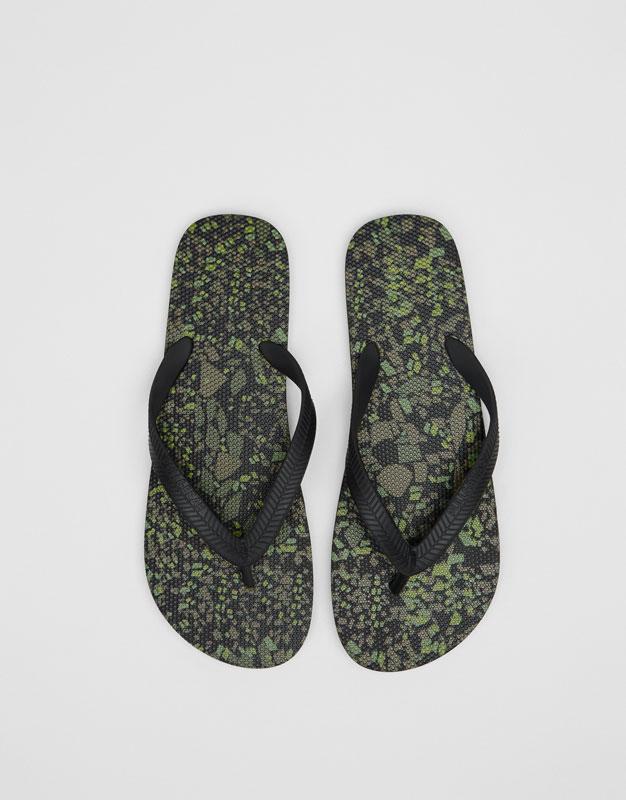 Badesandale mit Camouflageprint